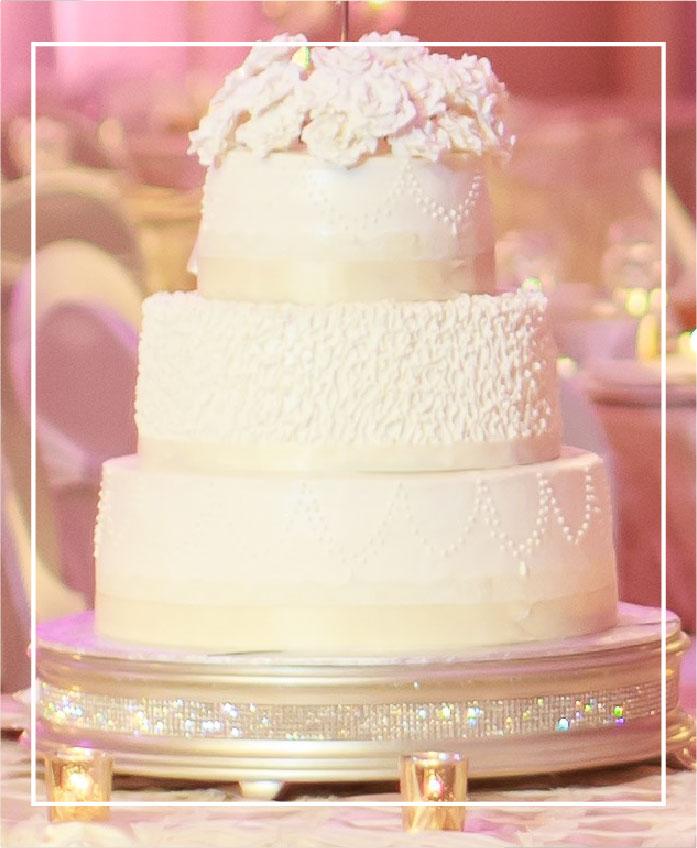 wedding cake at petruzzellos, a detroit wedding venue