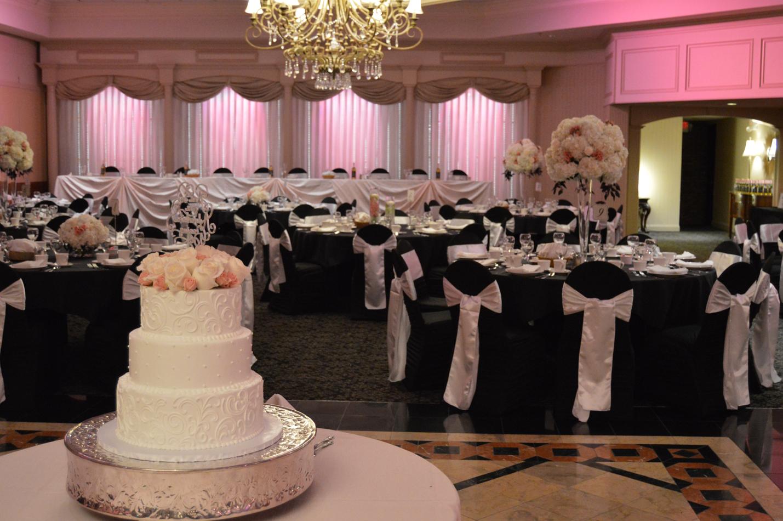 wedding cake at petruzzellos